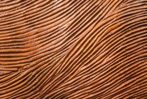 traditioneel gesneden rood hout met stroomlijn