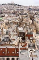 Montmartre skyline in Parijs met buldings foto
