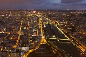 het vallen van de avond in Parijs foto