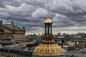 bewolkt in Parijs foto