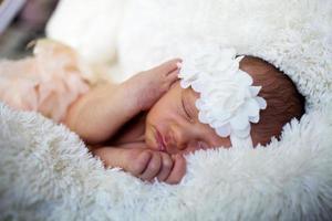 pasgeboren babymeisje foto
