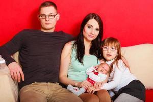 gezin met pasgeboren babymeisje portret