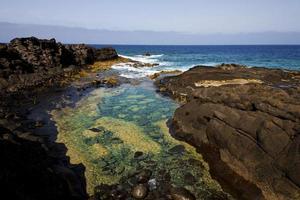schuim kustlijn in Lanzarote Spanje