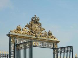 poorten bij de ingang van tuileries jardin foto