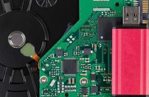 close up van moderne gegevens back-up thumb drive externe schijf foto