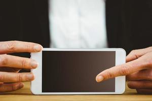 zakenvrouw met behulp van haar tablet-pc foto