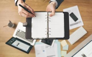 zakenman het schrijven van notities foto
