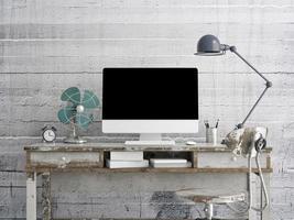 bespotten monitor op tafel, concrete achtergrond foto