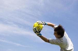 voetbal - voetbaldoelman maakt redden foto