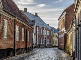 huizen op geplaveide straten in Ribe, Denemarken