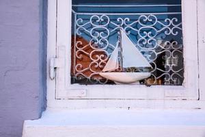 houten zeilschip in het raam foto