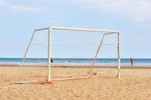 doelpaal op het strand foto