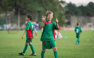voetbalwedstrijd voor kinderen foto