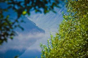 mooie Noorse zomer panorama berglandschap in de buurt van trolltunga, Noorwegen foto
