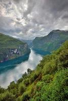 uitzicht op geiranger fjord, Noorwegen foto