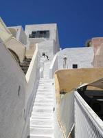 Santorini eiland Griekenland - mooi typisch huis met witte wal foto