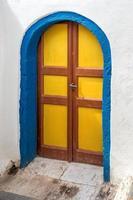 blauwe en gele deur foto