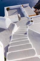 stappen die leiden naar hotel in santorini foto