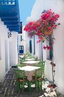 traditionele Griekse taverne op het eiland Sifnos, Griekenland foto