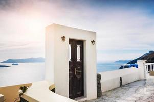 witte architectuur op het eiland Santorini, Griekenland foto