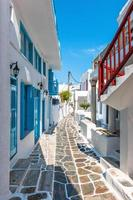 smalle straat in de oude binnenstad van Mykonos