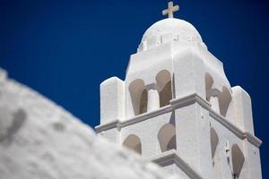prachtige witte orthodoxe kerk foto