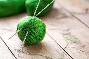 kluwen garen met naalden voor breien foto
