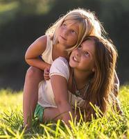 kleine zusjes foto
