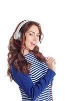 leuk meisje luistert naar muziek foto