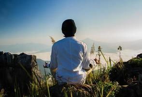 meditatie in de natuur foto