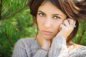 mooie brunette portret. foto