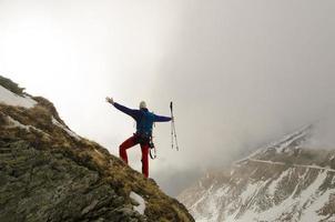 genieten van bergen foto