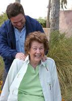senior genieten van massage foto