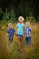 drie kinderen foto