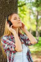 genieten van muziek en frisse lucht. foto