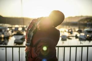 zonsondergang water moeder & zoon foto