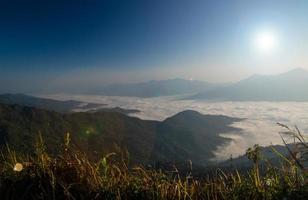 zonsopgang op de berg foto
