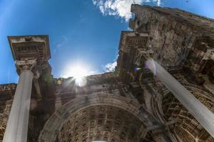 de poort van Hadrianus foto