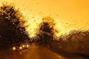 rijden bij slecht weer foto