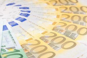 eurobankbiljetten verspreid over de vloer - europese valuta foto
