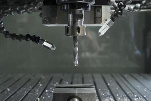 industriële cnc-molen geautomatiseerde metaalverwerkingsmachine