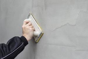 het proces van het pureren van de muur