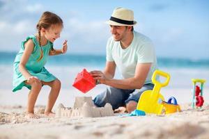 vader en dochter op het strand