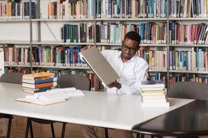 boze student wil zijn laptop breken foto