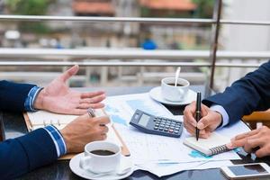 het analyseren van financiële documenten foto