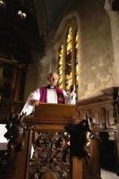 prediken op een preekstoel