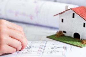 hand ontwerpen huisplan. foto