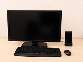 computer op tafel in de kamer