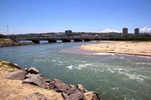 naderend tij bij Umgeni rivier, Durban Zuid-Afrika foto
