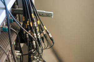 glasvezel met servers in een technologisch datacenter foto